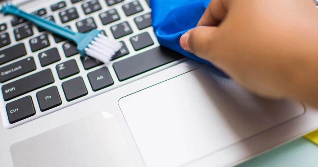 Cara Mudah Untuk Membersihkan Laptop, Tablet Dan Telefon Pintar Anda.